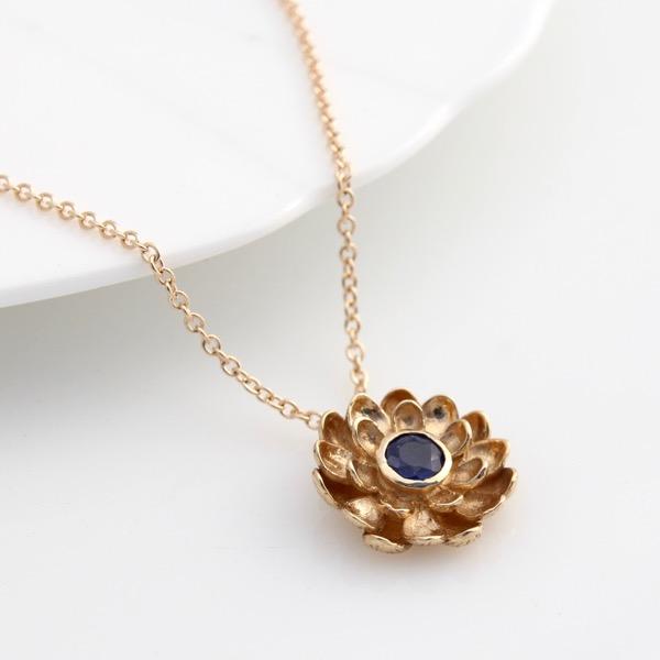 9ct Gold Chrysanthemum Necklace