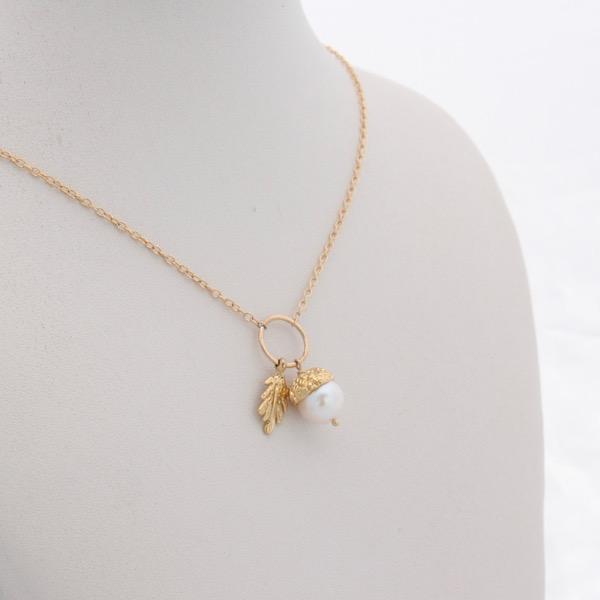 9ct Gold Acorn Necklace