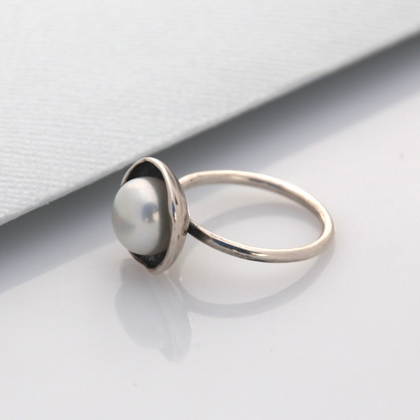 Cap Ring - White Pearl
