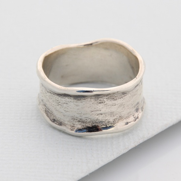 Solid Wave Ring